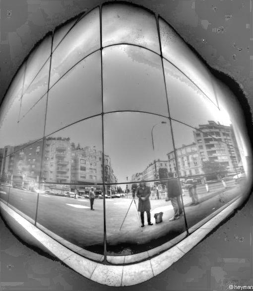 Auto portrait dans le reflet de notre nouvelle architecture