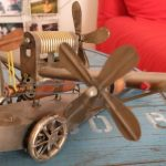 GROS AVION TIN TOY