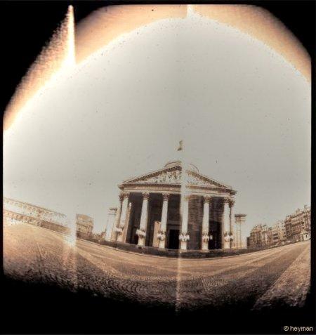 Le panthéon au quartier Latin, ou les touristes remplacent les étudiants, pourquoi pas ?