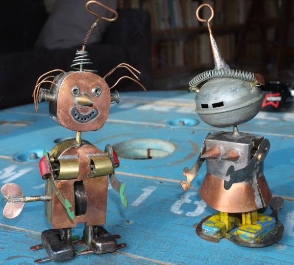 Tin Toys robots & Divers